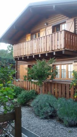 Villetta in legno con giardino - Cisano Sul Neva - Ev