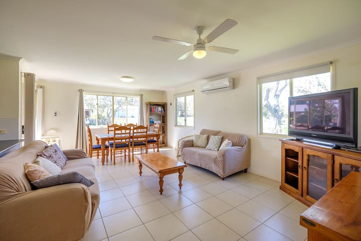 Air Conditioned Cottage - Macleay Island - Hus