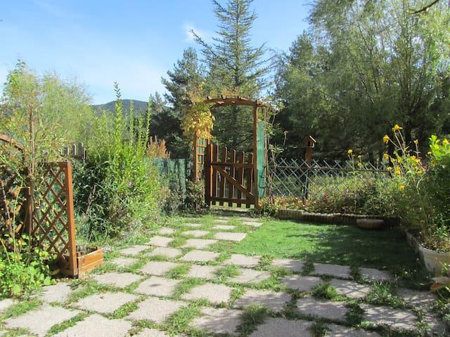 Superbe studio avec jardin plein sud dans la fôret - Valderoure