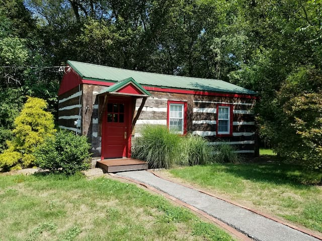 Cassidy's Cottage in Historic Downtown Bedford - Bedford - Cabaña