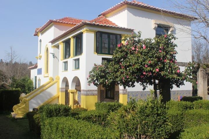 B&B Casa das Eiras, een pareltje in een mooie tuin - Arganil - Bed & Breakfast