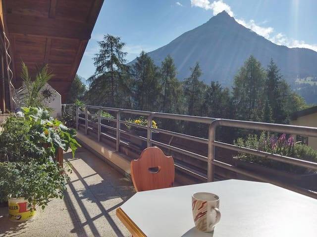 Großes helles Zimmer mit Blick auf Tiroler Berge - Gemeinde Imst - Lägenhet