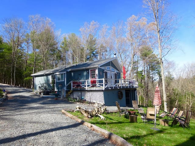 Peaceful cottage with large hot tub - Barryville - Haus