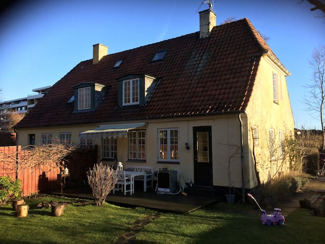 Cozy house 200 m. from both sea and forest - Skodsborg