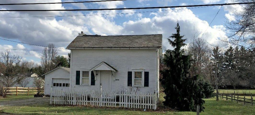 The Corbel House. A Quaint Updated Cottage! - Кантон - Дом