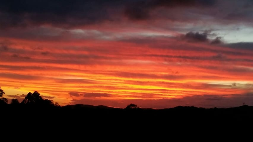 Stunning Sunsets - Black Mountain - Bed & Breakfast