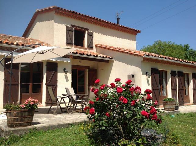 Chez Irene B&B (Room 2) - Saint-Quentin-la-Tour - Bed & Breakfast