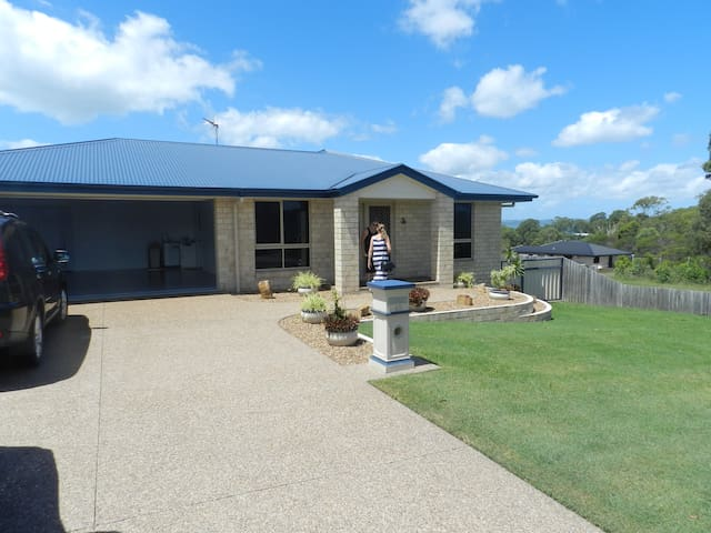 Gateway to Fraser Island, Whale Watching, Fishing - River Heads - Rumah