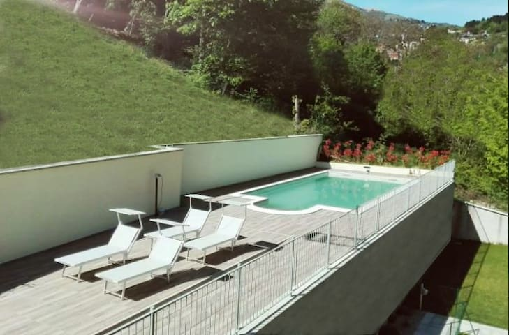 Lake Como, Happy Residence 72, view and pool - Argegno - Daire