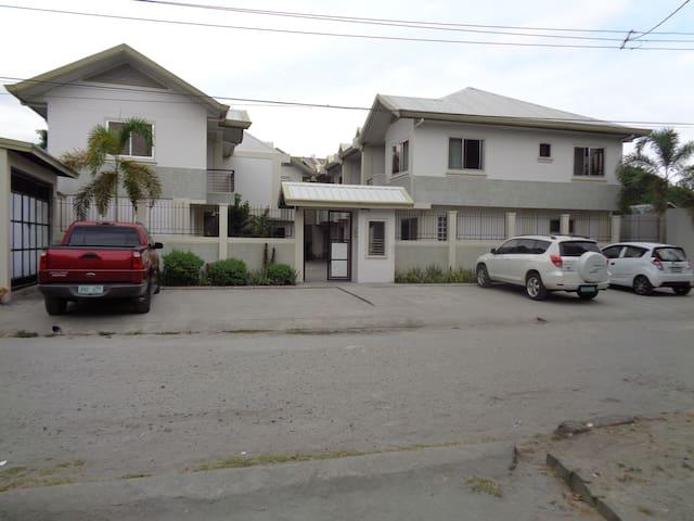 Complete 2 Bedroom Luxury Townhouse Prime Location - Angeles - Дом
