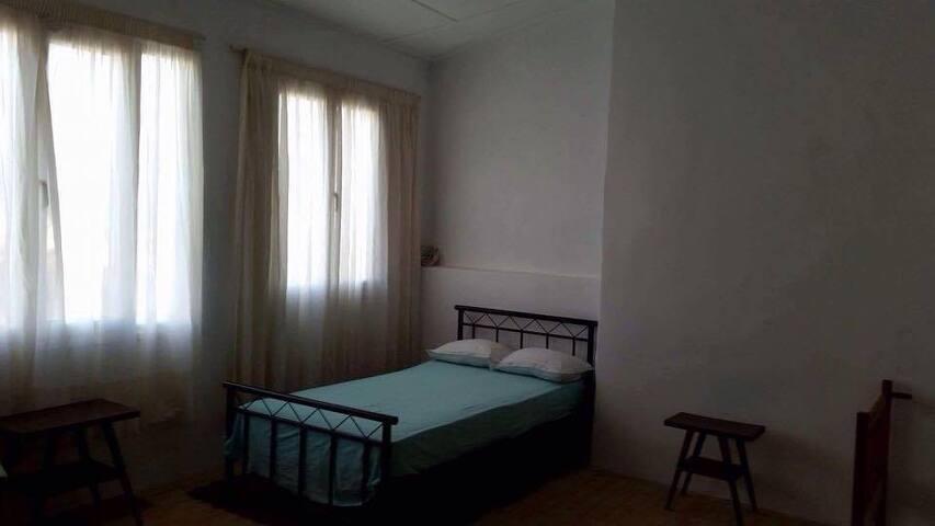 Πέτρινη μονοκατοικία 150 τ.μ στο Αλιβέρι - Aliveri - Huis