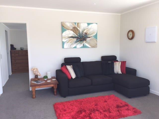 Country Retreat handy to Auckland - Karaka - Houten huisje