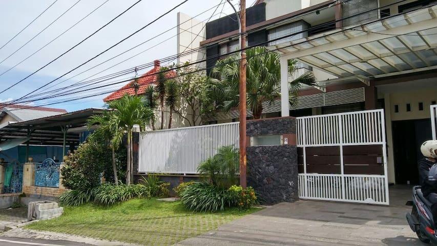 Dewandaru Guest House Syariah - Malang