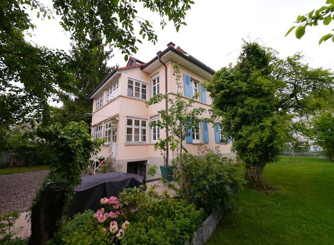 quiet room top location / breakfast - Lörrach - Bed & Breakfast