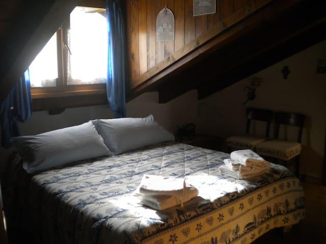 Doble attic blu room - Tione di Trento