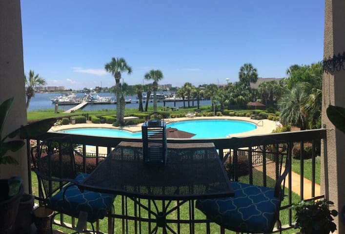Waterfront condo on the bay, boat slips available - Fort Walton Beach - Apto. en complejo residencial