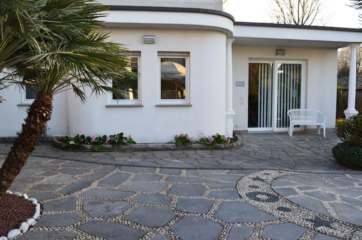 ELEGANTE ABITAZIONE tra Como/Milano - Cermenate - Maison