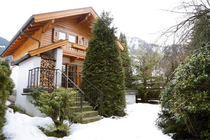 Homy Cottage with Glacier View - Kaprun - Ev