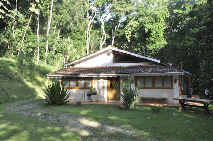 Chácara na Beira da Represa com Sossego e Conforto - Piracaia - Casa