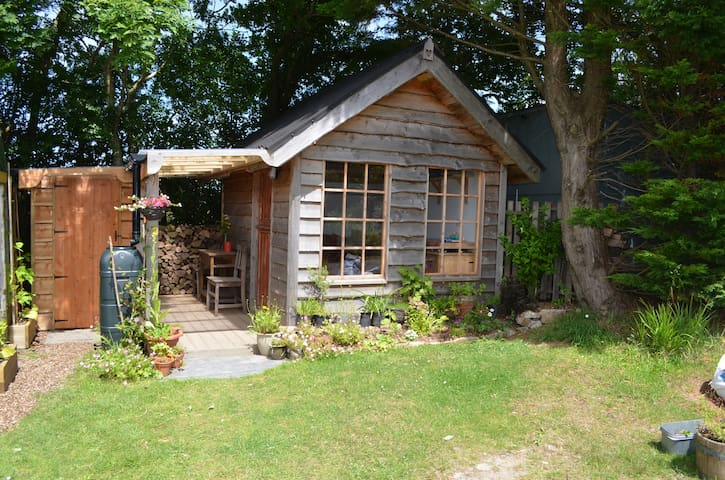 Homely cabin, part of peaceful smallholding - Llangoedmor - Hytte
