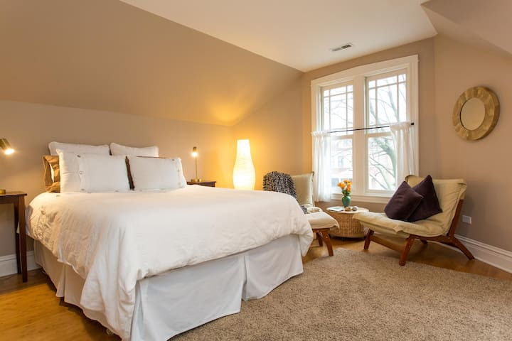 Beautiful bedroom with private bath - Чикаго - Дом