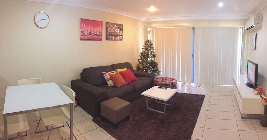 Airport pick up available - Redbank Plains - House