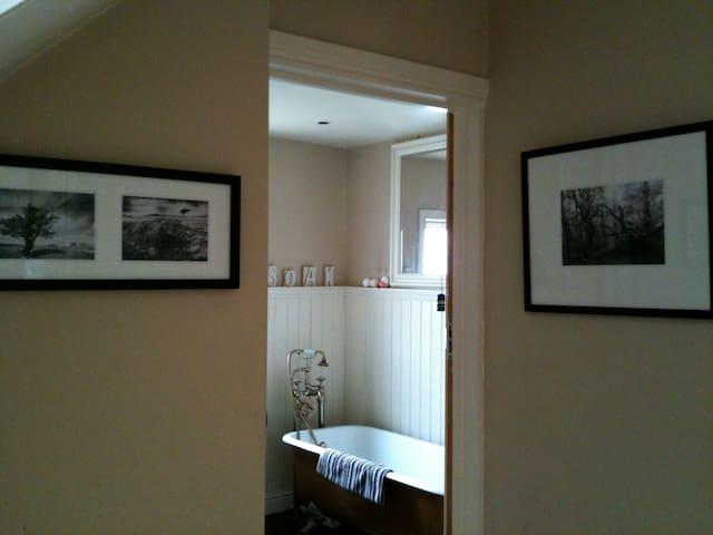 Bright Irish Cottage Style Home - Belfast - Villa