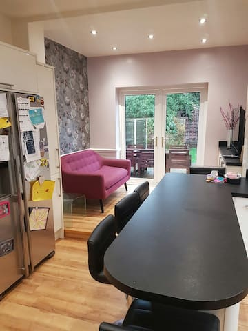 Family Home in Monton, Manchester - Eccles - Huis