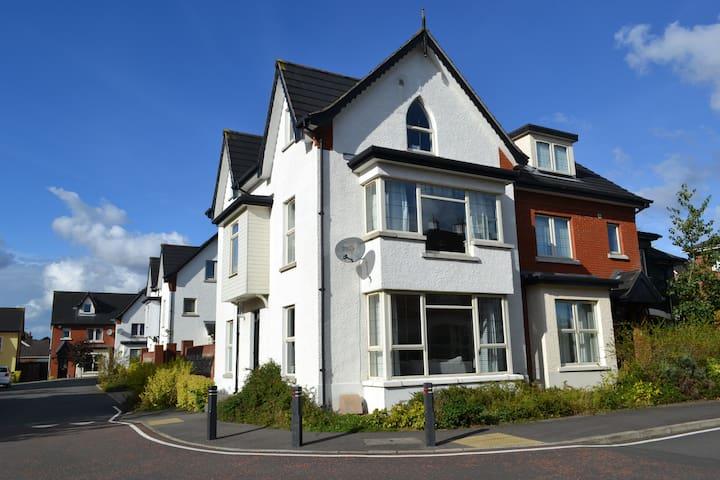 LUXURY NEW MODERN 4 BED 4 BATH TOWN HOUSE BELFAST - Belfast - Dom