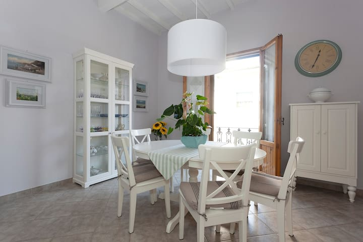 Beautiful house with private parking and free wifi - チェルタルド - アパート