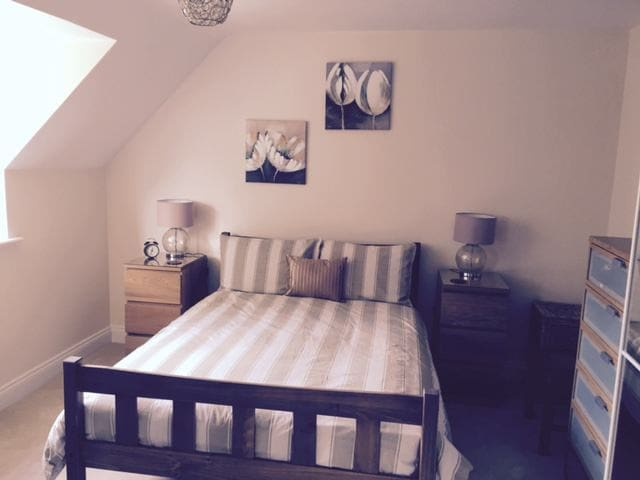 Ensuite Room in Newly built house - Clifton - Casa