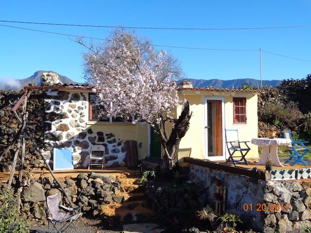 Schmuckes sonniges Steinhaus - El Paso - Natuur/eco-lodge