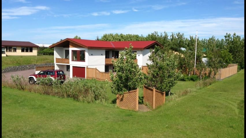 First house! 3 km from Kef airport - Keflavík - Dom