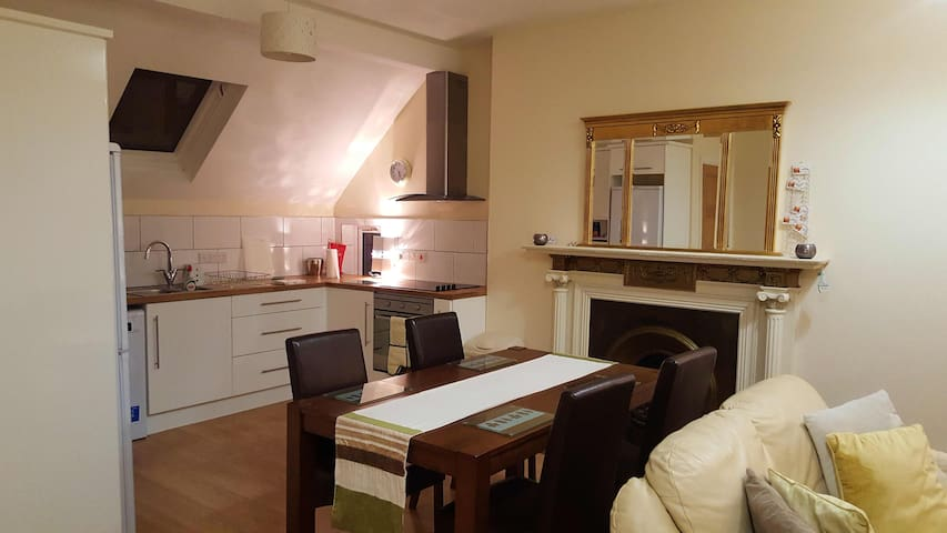 Ahoy 2 (15 mins from Belfast) boasting sea views - Carrickfergus - Appartement