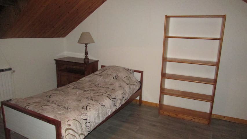 3 single rooms in house with nice garden - Charleroi - Adosado