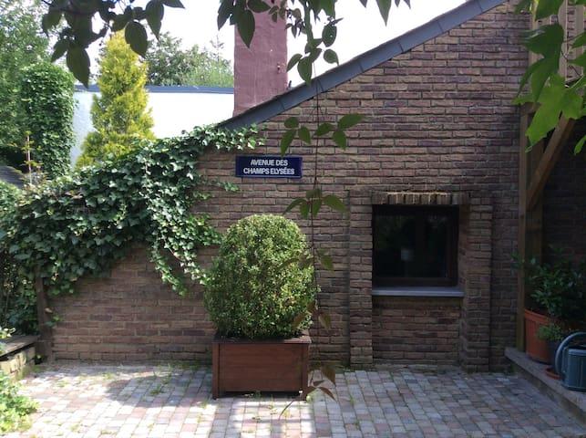 "Studio ""ligne claire""  vue jardin - Éghezée - Gjestehus"