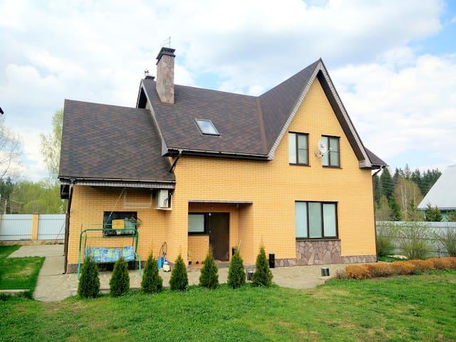 Загородный рай - дом - Narskiye Prudy - Huis