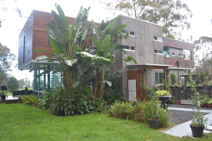 Designer, eco-friendly house on 12 hectares, - Whoota - Casa