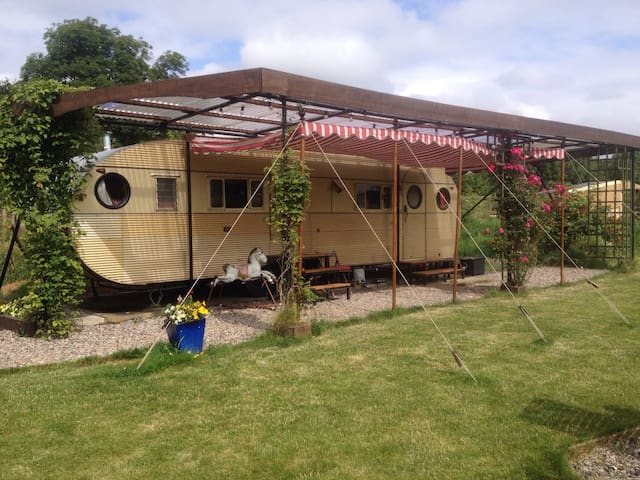 cosy vintage american caravan - churchinford - Husbil/husvagn