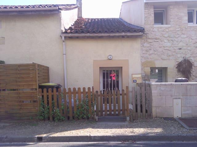 T1 duplex dans maison pierre - Tabanac - Daire