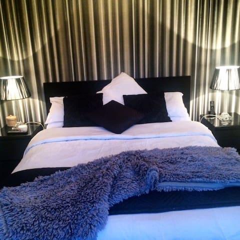 Double Room, Boutique Hotel decor. - Central Bedfordshire