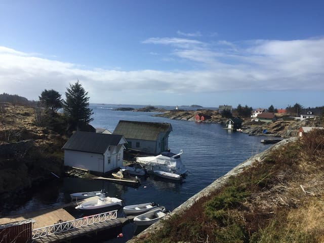 Big house by the sea with private quay/boat - Øygarden kommune - Huis