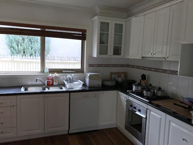 Comfortable room in Glen Waverley - Glen Waverley - Villa