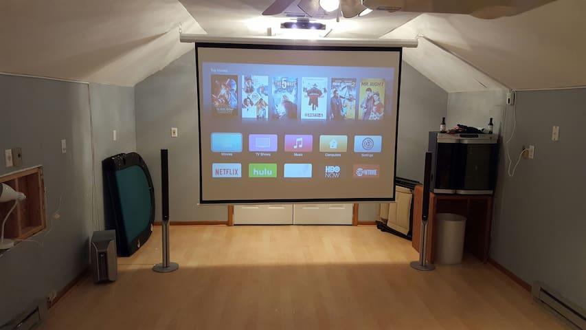 Suburban home with movie theater. - Midlothian - Hus