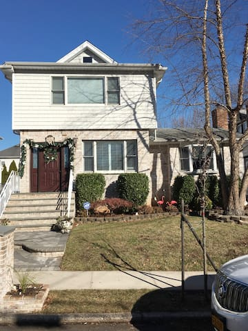 1 bedroom apt, comforts of home, close to all.. - Staten Island