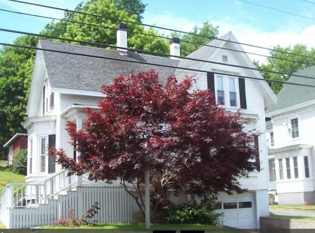 Remodeled home in town - Boothbay Harbor - House