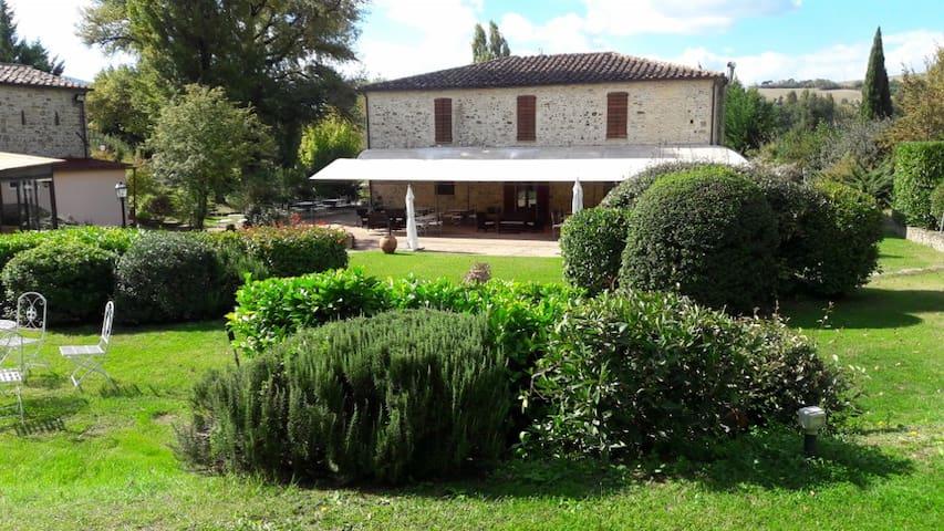 Country Resort Poggiomanente - Umbertide - Bed & Breakfast
