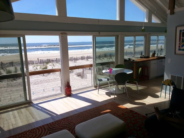 4 BR Right on The Beach - Bay Shore - Dom