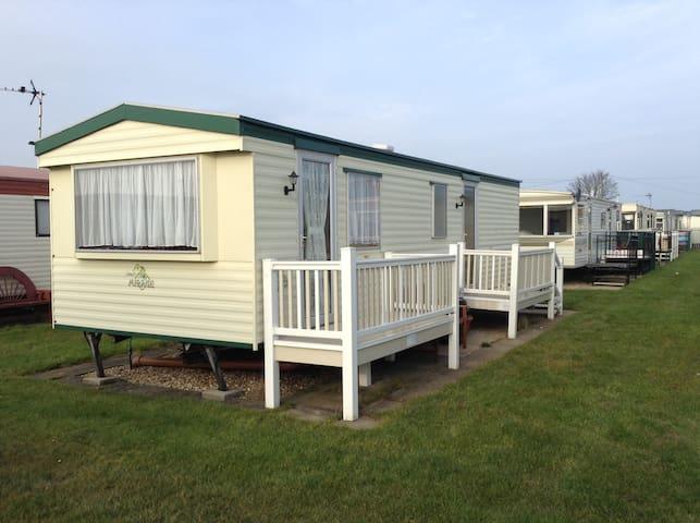 Cosy 2 bedroom caravan with parking ingoldmells. - Ingoldmells - Annat