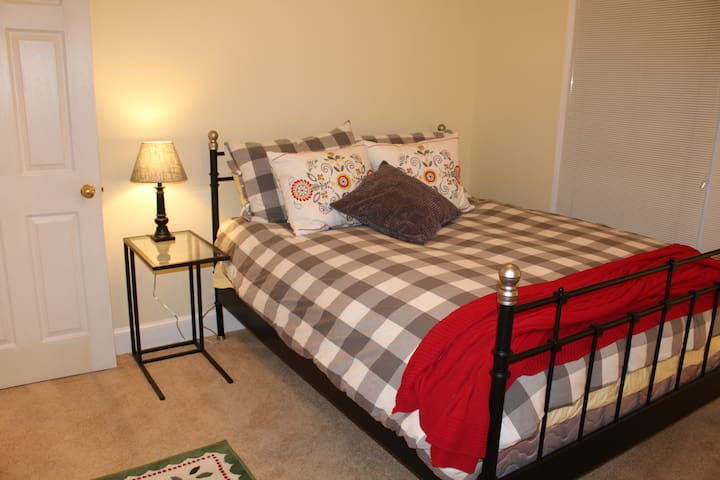 Cozy second floor bedroom - Mechanicsville - Rumah